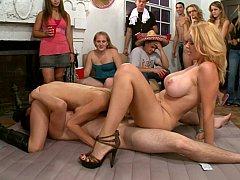 Gros seins, Blonde, Groupe, Hard, Mère que j'aimerais baiser, Orgie, Fête, Réalité