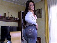 Big ass Spanish girl Clara Gold teasing