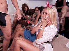 Blondine, Braut, Braunhaarige, Gruppe, Latina, Party, Öffentlich, Sich ausziehen