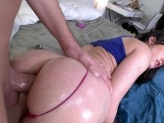 A hot slut is getting anally penetrated and she gives a blow job