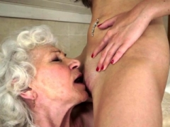 Les granny pussylicking 18-19 year old at the bathroom