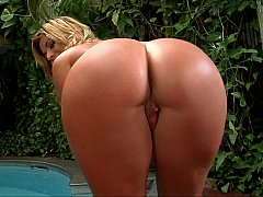 Oily seductress