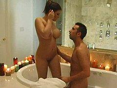 Salle de bains, Gros seins, Brunette brune, Nénés