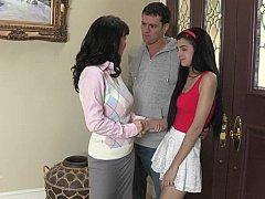 Дочка, Две девушки, Зрелые, Крошечные, Реалити, Тощие, Молоденькие, Втроем