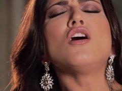 Brilliant lady masturbates in awesome solo video