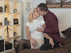 Schlafzimmer, Blondine, Lingerie, Milf, Muschi, Reiten, Rasiert, Strümpfe