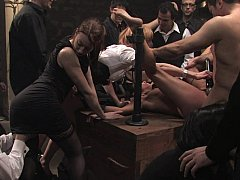 Bondage, Brunette brune, Extrême, Groupe, Humiliation, Punition, Esclave, Attachée