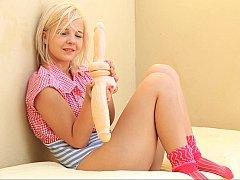 18 ans, Blonde, Mignonne, Européenne, Petite femme, Solo, Se déshabiller, Allumeuse