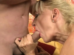 Hot sexually available mom xxx and cumshot