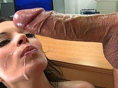 Grote lul, Grote mammen, Pijpbeurt, Bruinharig, Sperma shot, Schattig, Sperma in gezicht, Tieten likken