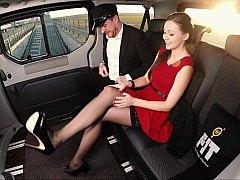Красотки, Британки, Автобус, Платье, Европейки, Ноги, Дрочка ногами, Чулки