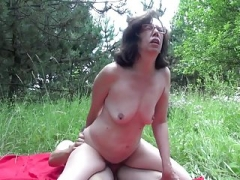 Granny have an intercourse boy in forest