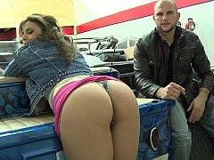 Gigi showing her pussy to MoneyTalks