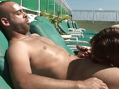 Manly hunk lets his gay boyfriend suck his cock in the sun