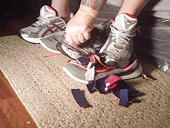 knife tease and cut sneakers