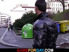 He picks up hetero tourist in Prague