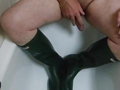 Peeing on my Hunter Wellies
