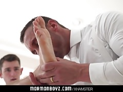 Hairy missionary guy gets barebacked by a muscle daddy