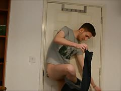 Hot guy jerks off to porn.