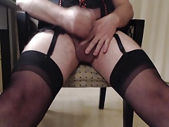 Amature CD cumming in stockings and suspenders