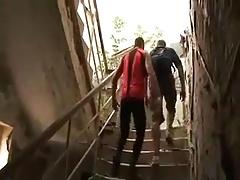 Follando en edificio abandonado