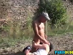 Euro gardener gobbles rod
