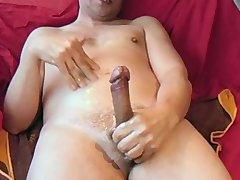 Amateur guy tugging dick