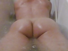 Butt Shaking in The Tub