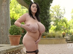 Picturesque Recreation - Curvy Babe Plays With Her Big Natural Tits