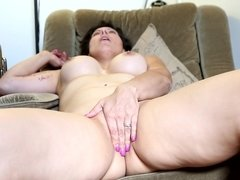 Curvaceous momma Jade Winters masturbates on a chair