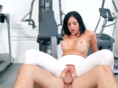Brilliant Jaclyn Taylor and Keiran Lee have dirty sex in the gym