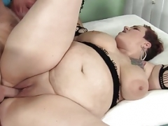 Fleshy mom Selenda White takes porky penis