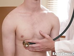 Bareback session for petite twink with tall and muscular doc