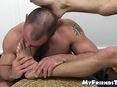 Handsome homo Sean Harding feet sucked by his best bud
