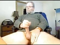Bearded Daddy bear shoots his load on cam hairy mature bear