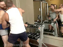 Gym stud begs To jizz