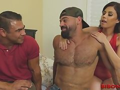 Hung muscled bisexual bear shoots load
