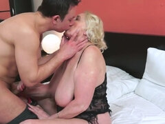 Blonde mature hottie gives blowjob and gets banged