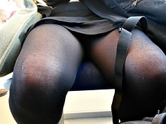 Upskirt in train (dutch)