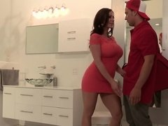 The lustful MILF is in heat and will gladly fuck a delivery boy