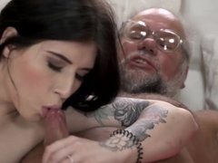 Old man seduced by babe with sensual body and fucked her