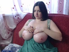 bbw bitch - curvy busty brunette with big naturals on webcam solo