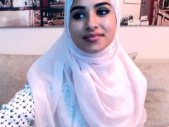 Non-pro cute big tush arab 18-19 y.o. camgirl posing on live camera