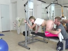 Super cute teen girl gets screwed so well in the gym