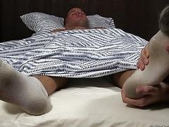 Buff hunk has his soft bare feet worshiped while sleeping